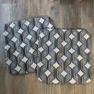 Set of 2 Abstract print sturdy zip pillow covers
